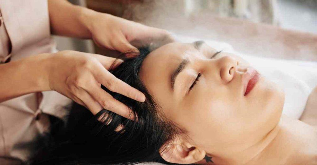 Masaje del cuero cabelludo